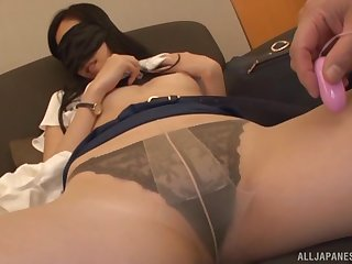 Kitajima Yui wears a blindfold while a guy plays with her pussy