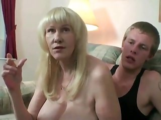 Mature dabbler mom in stockings smoking while toyboy fucking her pussy