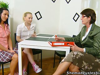 Lewd chick Masha is actually come into possession of working on stained pussy before full-grown tutor
