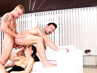 Bisexual suite in threesome with Tina Kay