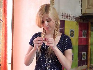 Understood to candies blonde teen Violetta V far downwards masturbates herself