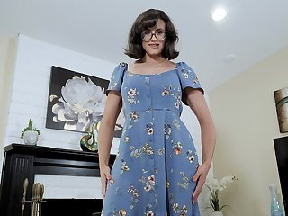 Nerdy stepmom with succulent boobs Penny Barber turned nearby be a hot teaser