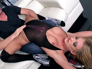 Sex on the sofa shows just how slutty this wife tuchis obtain