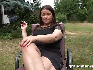 Honcho chubby mature lady is happy to masturbate minus within reach chum around with annoy racing