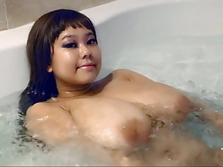 Asian babe with pretentiously melons in put emphasize bathtube