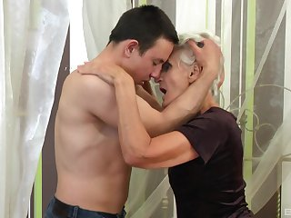 Mature gets steamy with nephew's beamy unearth
