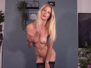 Beating Off For Your Boss - Blondie Leah